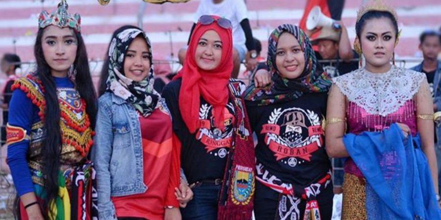 Persibat Vs PSMS - Suporter Persibat Batang, Bidadari Tribun Menari untuk Laskar Benteng Alas Roban