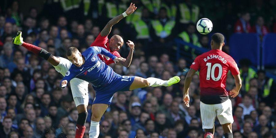 Chelsea Vs Manchester United - Banner Raksasa Eden Hazard Terpampang di Stamford Bridge