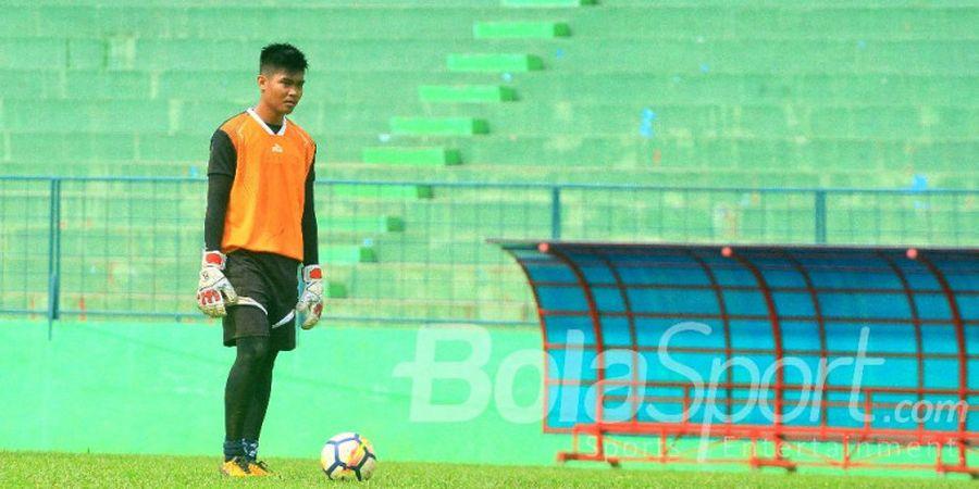 Kiper Arema FC Ini Tak Ingin Disebut Pengganti Kurnia Meiga