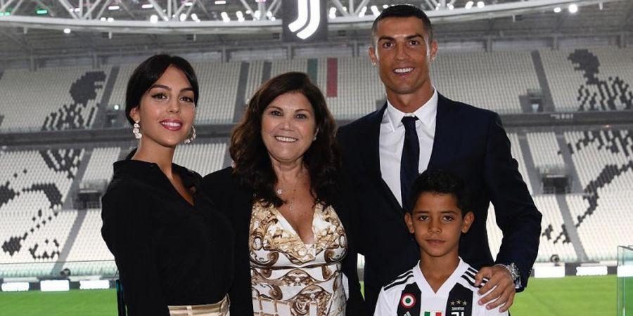 Satu Bulan Berseragam Juventus, Cristiano Ronaldo Akhirnya Boyong Keluarga ke Italia