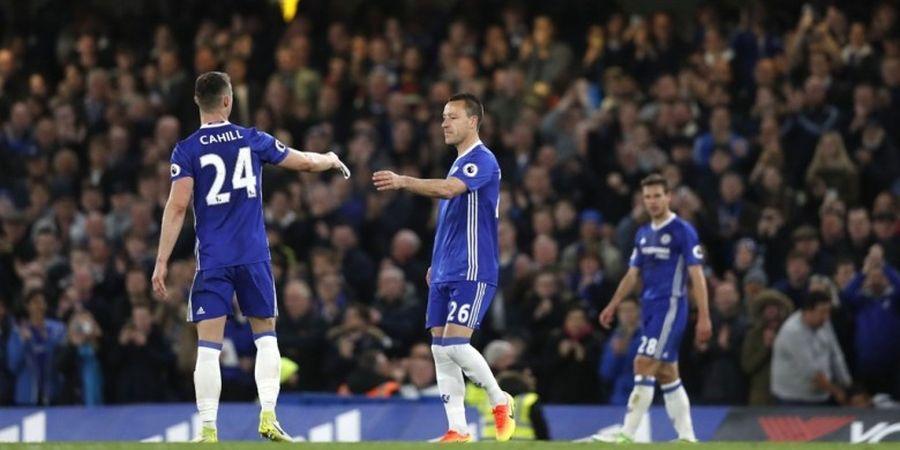Chelsea Juara Premier League, John Terry atau Gary Cahill yang Angkat Trofi?