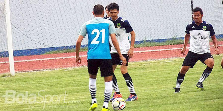 Legenda Persib Bandung Soroti Penalti Kontroversial Madura United