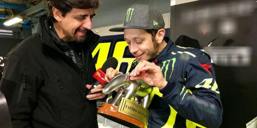 Akhiri Musim 2018 Tanpa Kemenangan, Valentino Rossi Justru Mendapat Trofi Penghargaan