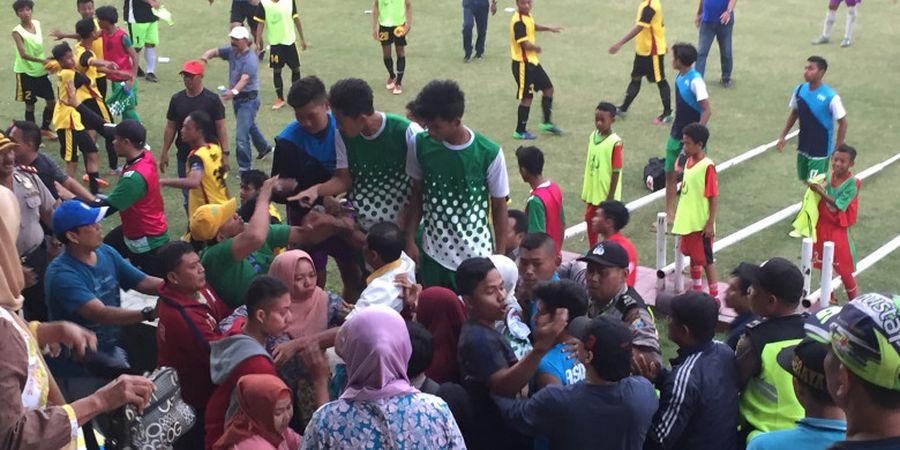 Ibu-ibu Jadi Biang Keributan Laga Piala Soeratin U-17 yang Terlaksana pada Hari Anak Nasional