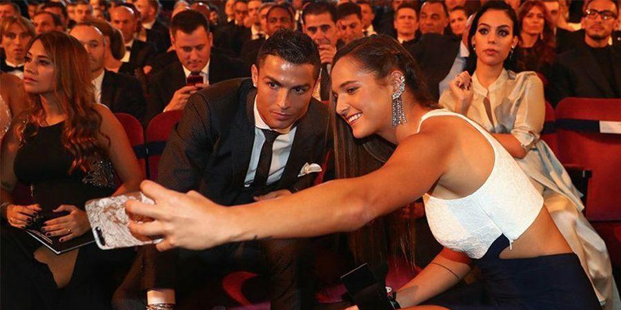 Deretan Perempuan Cantik di Tengah Gemerlap FIFA Football Awards 2017