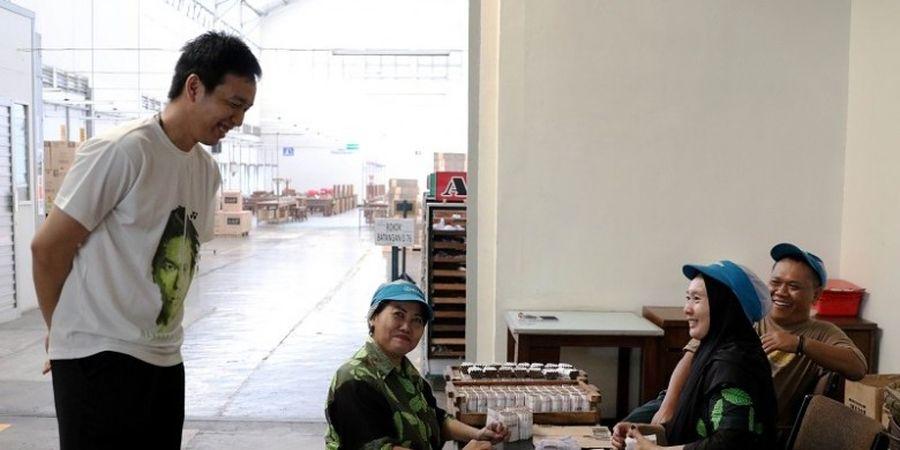 Hendra Setiawan dkk Kagum Lihat Proses Pembuatan Rokok