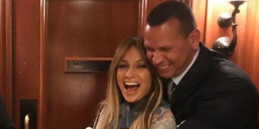 Jennifer Lopez dan Legenda Bisbol Resmi bertunangan