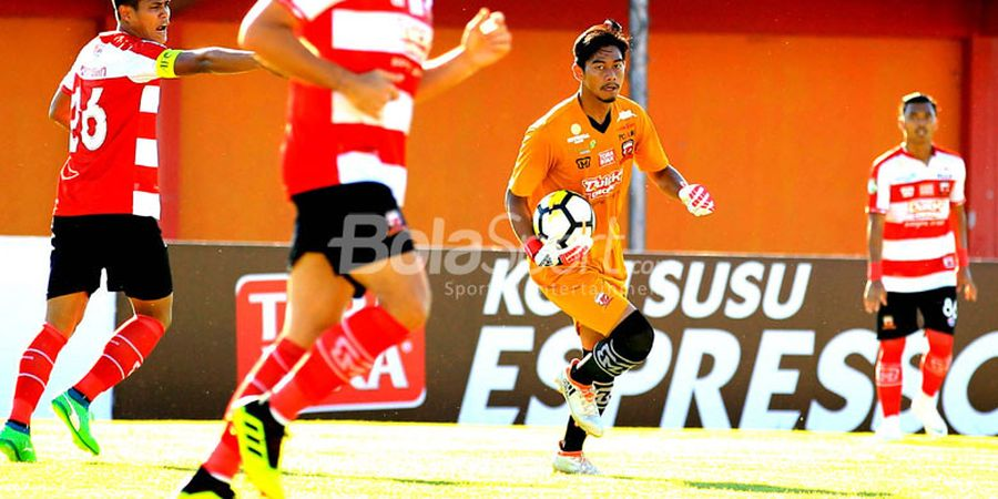 Kondisi Kiper Muda Madura United Bikin Pelatih Cemas