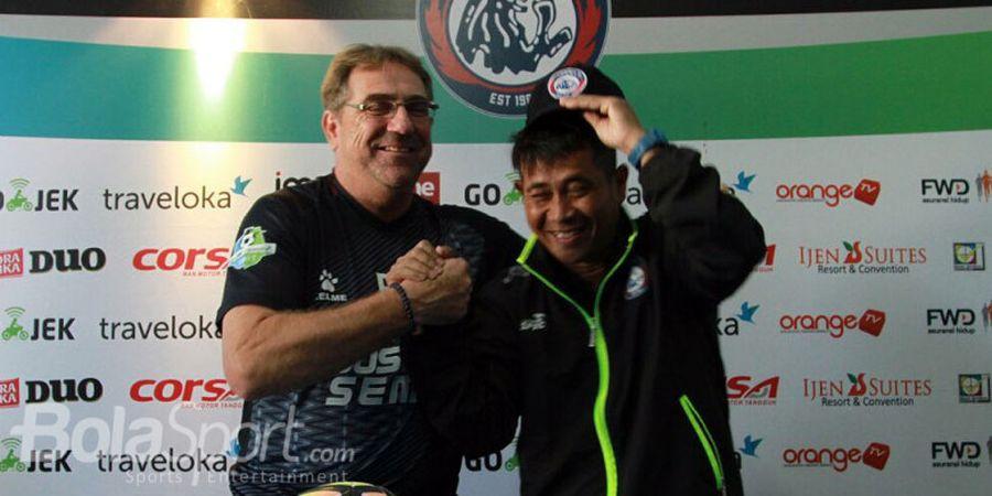 Punya Sejarah Berdua saat di Arema FC, Joko Susilo Tersipu di Hadapan Robert Rene Albert