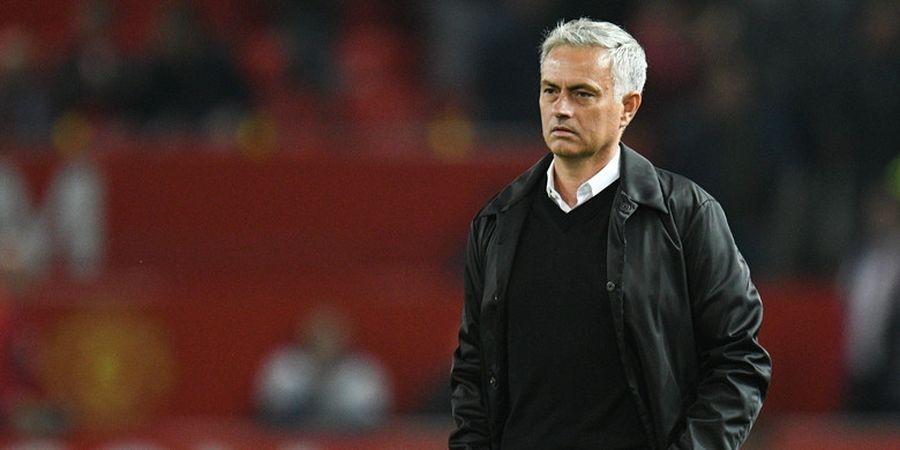 Jose Mourinho Sengaja Jatuh di Stadion Wembley Agar Masuk Berita