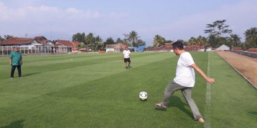 Bersama Dua Legenda Persib, Menpora Janjikan Turnamen Internasional di Lapangan Cisayong Tasikmalaya