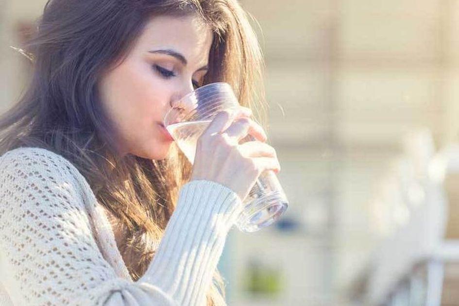 Sering Diabaikan Inilah 5 Manfaat Minum Air Putih Hangat Secara Rutin Di Pagi Hari Bisa Cegah Penuaan Dini Semua Halaman Grid Id