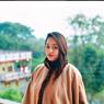 Intip Yuk, Potret Cantiknya Adik Shaheer Seikh yang Berprofesi Dokter