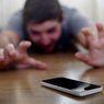 Pikirkan Sejenak, Apakah Kita Sudah 'Dikendalikan' oleh Smartphone?