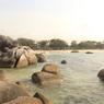 Deretan Pantai dengan Batuan Purba di Belitung, Nomor 2 Indah Banget!