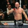 Usai Tantang Mike Tyson, Petarung Senior UFC Ini Malah Kena Nasib Sial
