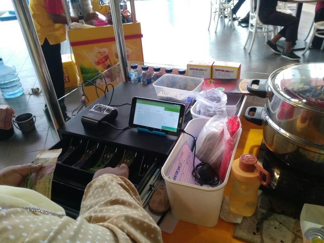 Penggunaan POS modern HelloBill bisa membantu UKM Indonesia lebih efisien dengan memanfaatkan teknologi.