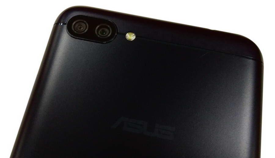 Ada dua kamera utama yang masing-masing memiliki resolusi 16 MP dan 5 MP. Kamera kedua dengan resolusi lebih kecil berguna untuk mengambil gambar dengan sudut pandang lebih luas (wide angle).