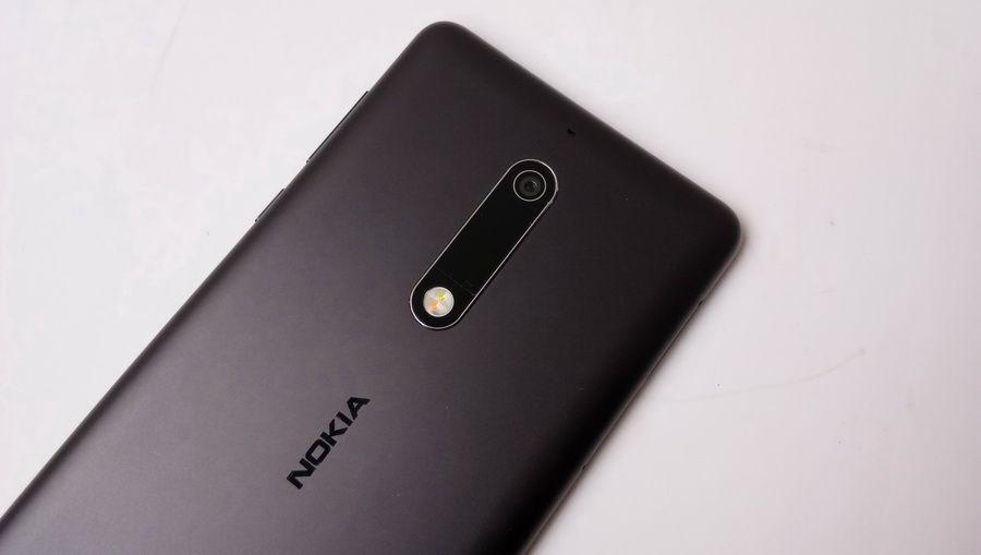 Perbedaan dengan Nokia 6 adalah resolusi kamera yang lebih rendah yaitu 13 MP dengan bukaan f/2.0 dan telah dilengkapi dengan LED flash, Panorama, mode HDR, dan PDAF.