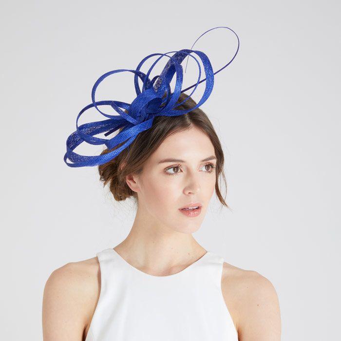 Ini Perbedaan Topi dan Fascinator 7d00ee33f7