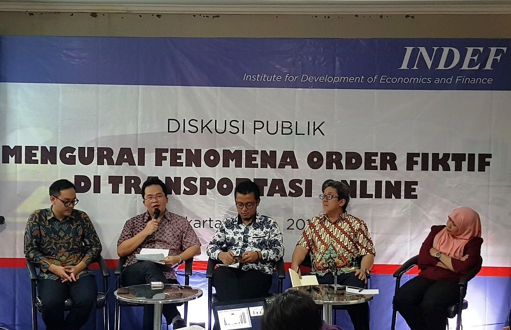 (kiri ke kanan) Bhima Yudhistira (moderator), Tri Sukma Anreianno (Head of Public Affairs, Grab Indo