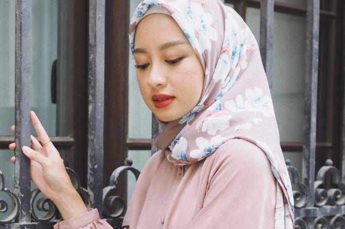 Contek Gaya Hijab Pashmina Ala Gita Savitri Yang Simpel Dan Anti Ribet Grid Id