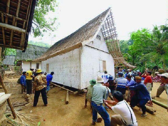 Dibalik Cerita Bangunan Adat Kampung Naga Rumah Tradisional Sunda Tahan Gempa Semua Halaman Idea