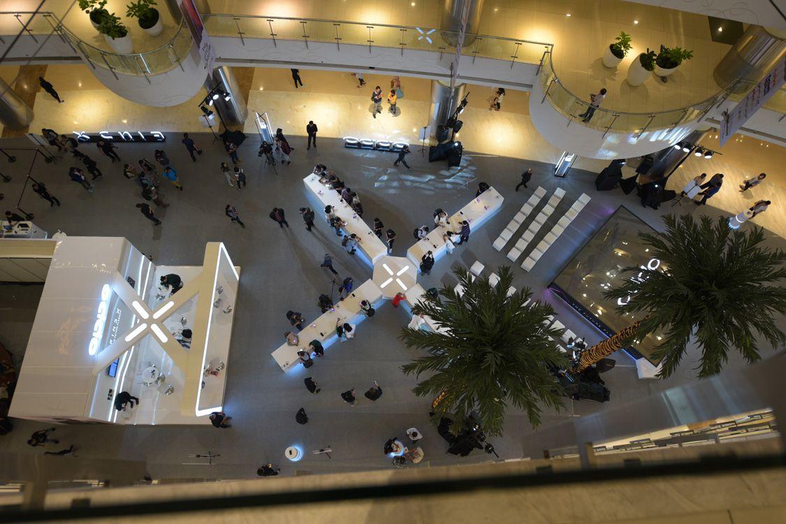 Tampak Atas Lokasi Penjualan termasuk Trade-in OPPO Find X di Laguna Atrium Central Park Mall pada 8 Agustus 2018.