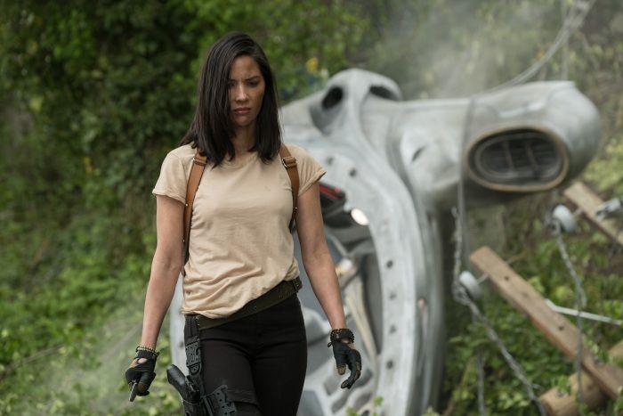 Gaya Garang Olivia Munn Melawan Alien Aktris Film The Predator 2018 Semua Halaman Grid Id