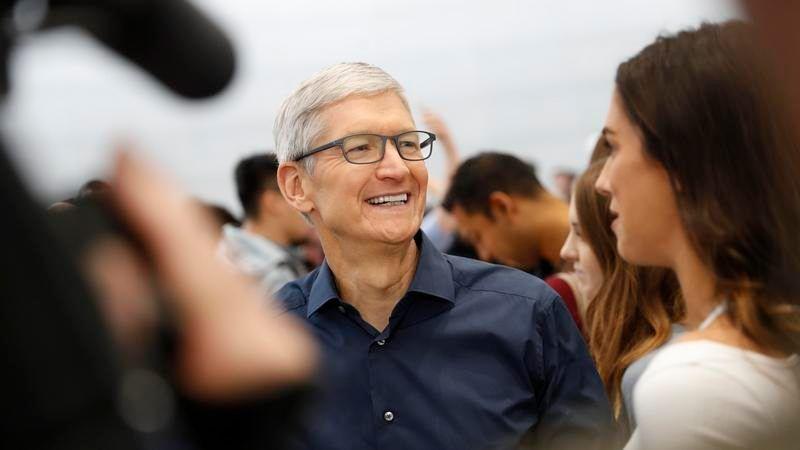 Tim Cook (CEO Apple)