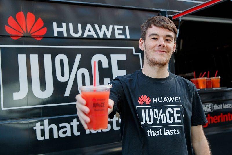 Huawei jualan jus di depan antri Apple Store
