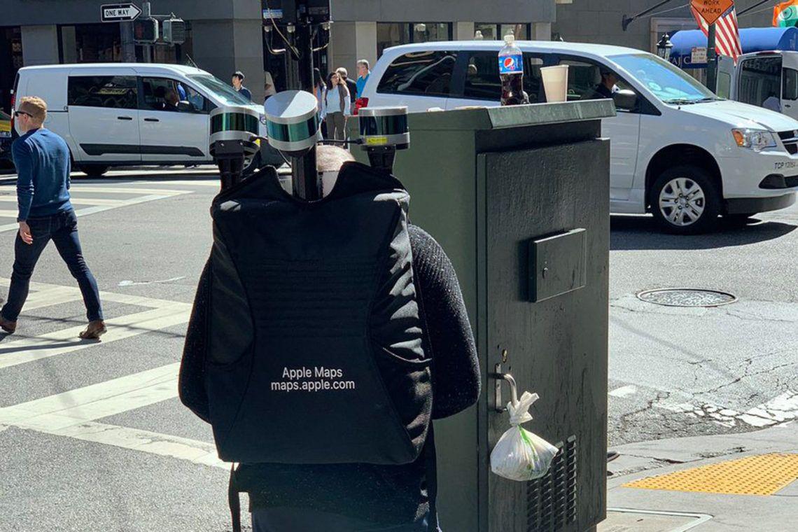 """Apple mengirimkan jasa """"backpacker"""" alias pejalan kaki yang menenteng ransel untuk terus meningkatkan keakuratan aplikasi peta Apple Maps"""