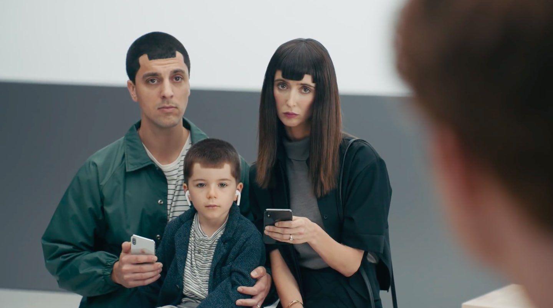 """Iklan Samsung yang meledek """"poni"""" di smartphone"""