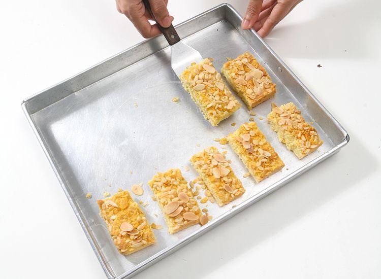 Tips Supaya Kue Kering Tidak Lengket di Loyang, Cegah Dengan Cara Jitu Ini - Semua Halaman - Sajian Sedap