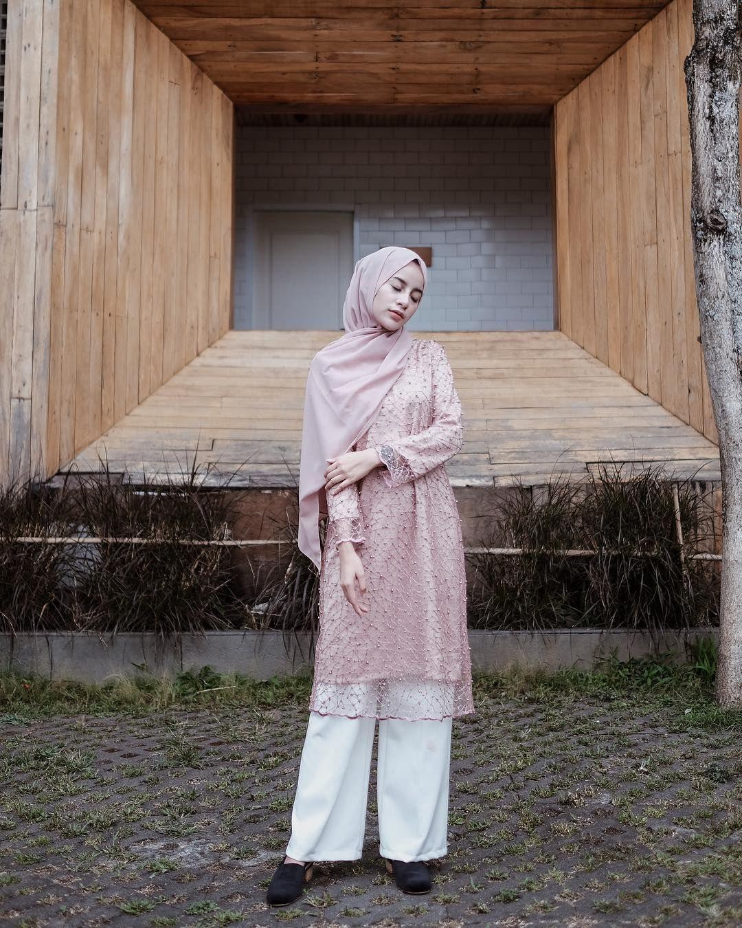5 Inspirasi Kebaya Hijab Untuk Kondangan Ala Selebgram Aghnia