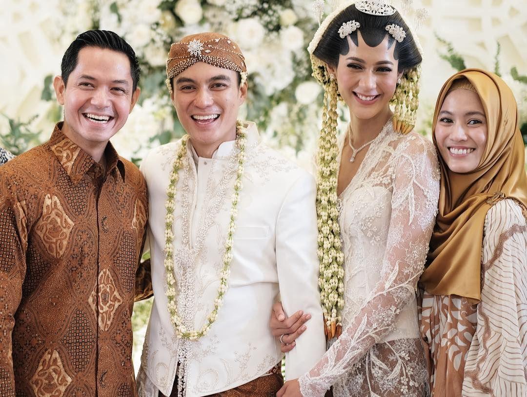 Dude Herlino dan Alyssa Soebandono Tampil Kompak di Pernikahan