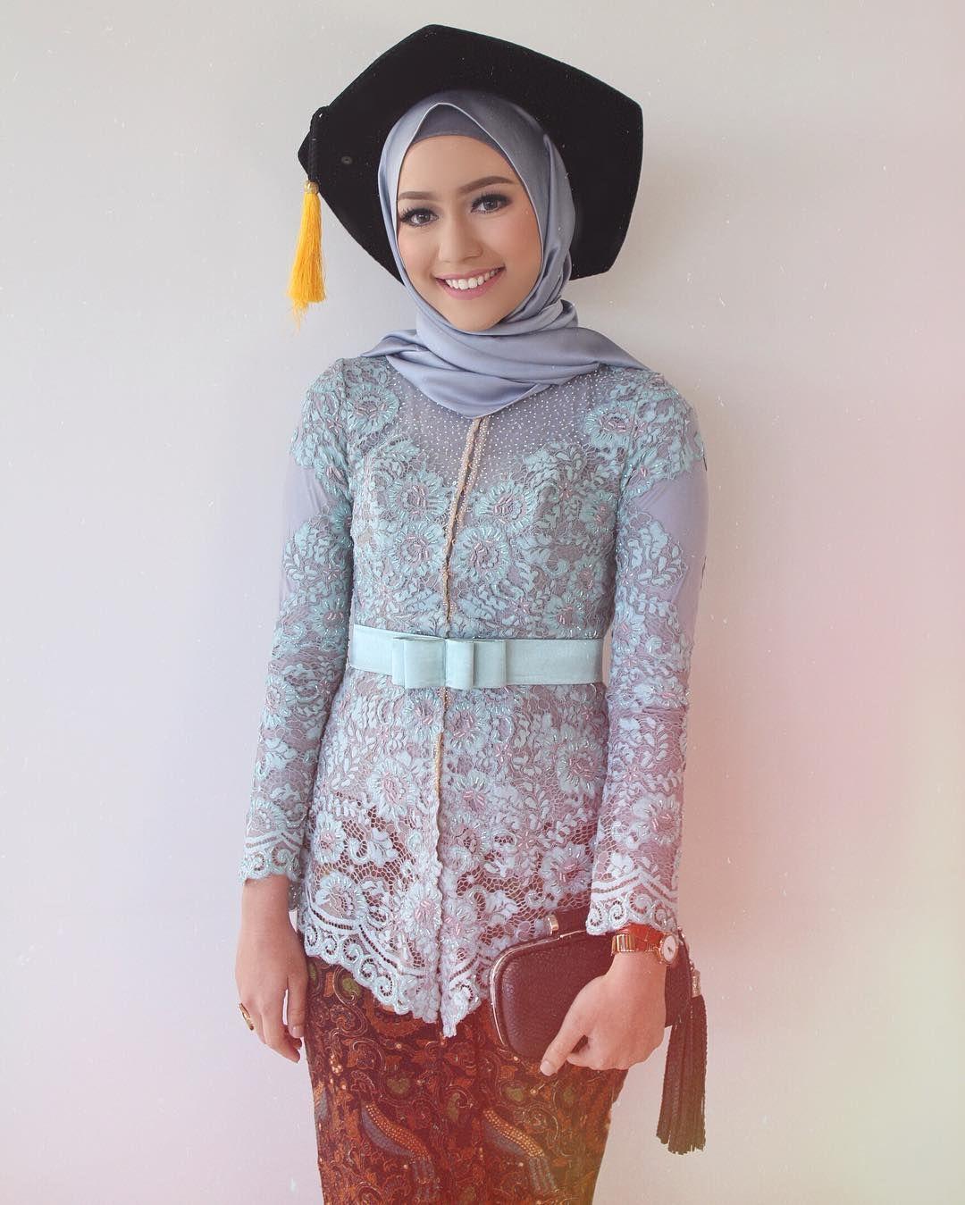 5 Rekomendasi Bahan Hijab Ala Selebgram Hijabers Yang Cocok Untuk Busana Wisuda Semua Halaman Stylo