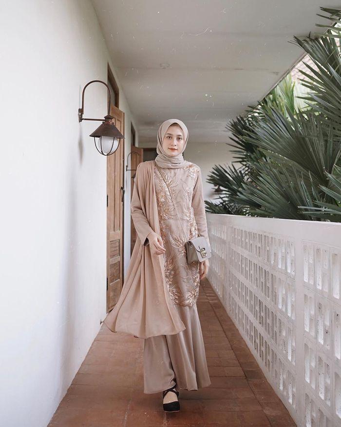 Wajib Punya Ini 5 Model Kebaya Hijab Yang Bikin Kita Terlihat