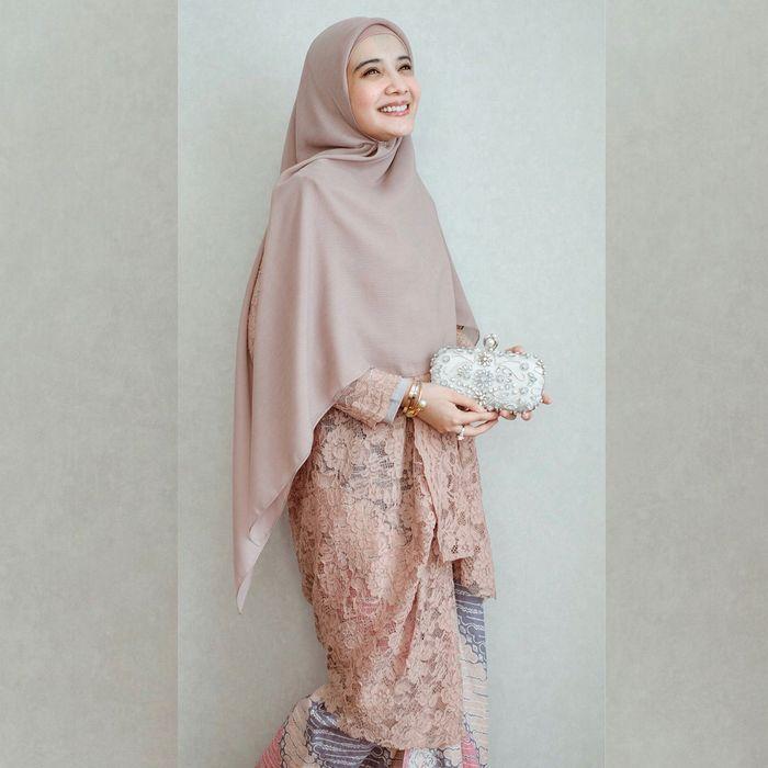 Tips Modis Lebaran Model Hijab Syar I 2019 Ala Zaskia Sungkar Semua Halaman Stylo