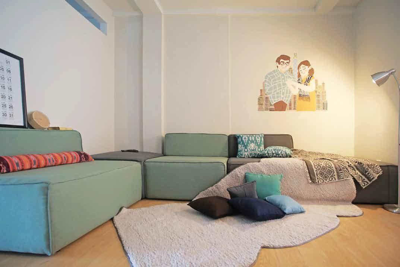 Desain Ruang Tamu Untuk Ruko  rumah sekaligus kantor tilik bangunan 3 lantai seluas 70 m