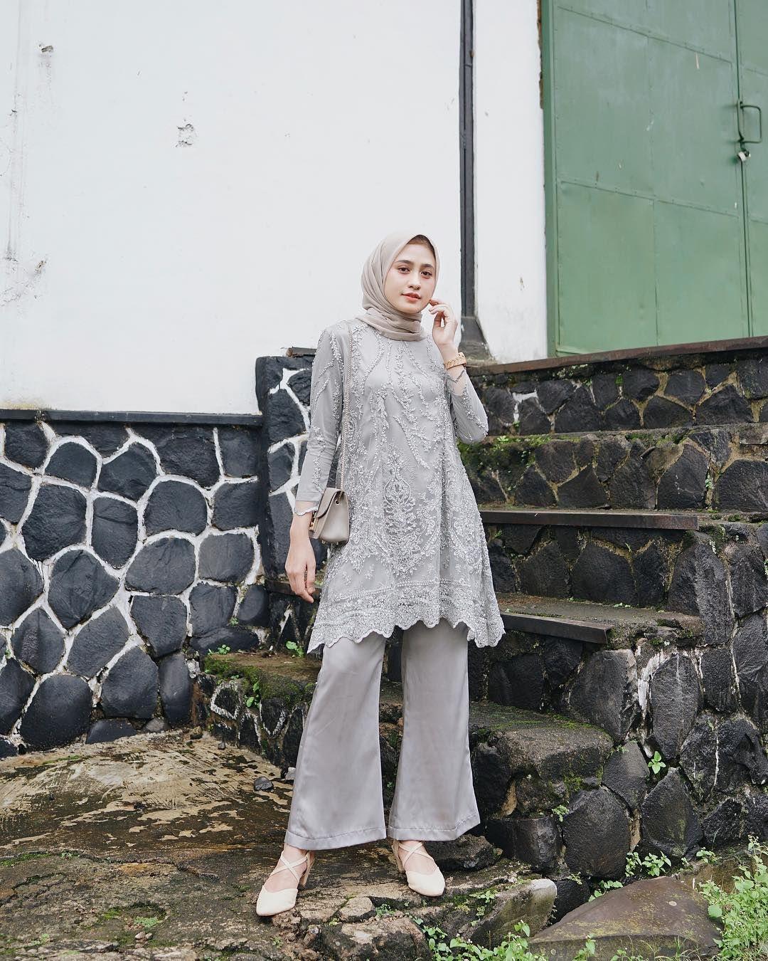 Glamor Pakai 5 Model Kebaya Abu Abu Elegan Ini Untuk Kondangan