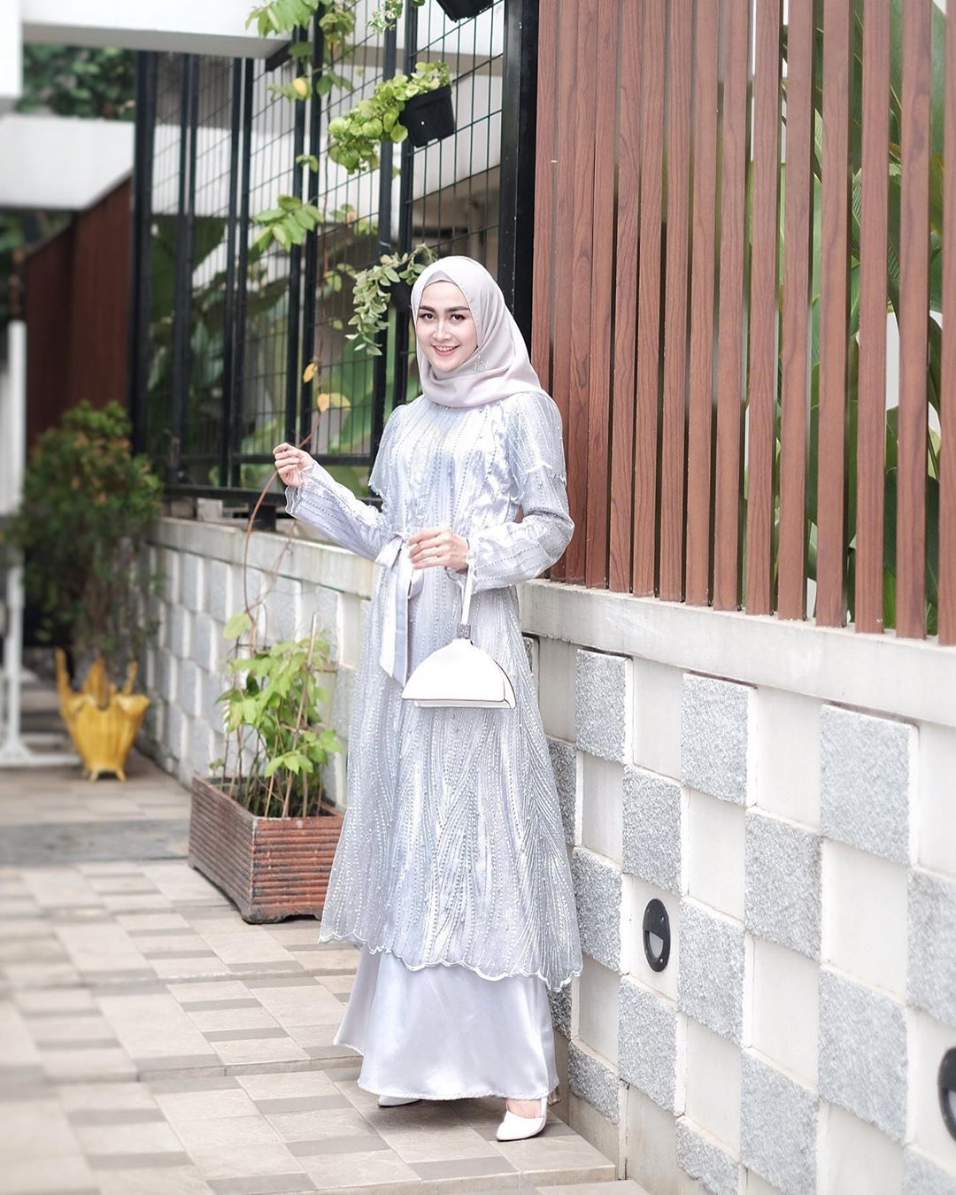 8 Model Kebaya Hijab Kekinian yang Mewah untuk Dipakai Kondangan