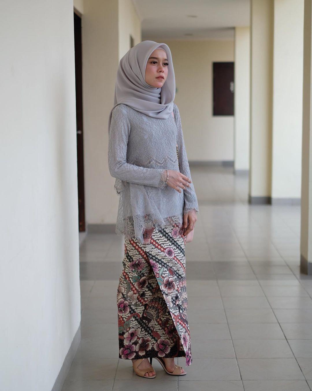 7 Model Kebaya Hijab dan Kain Batik ini Cocok Banget Buat Wisuda ...