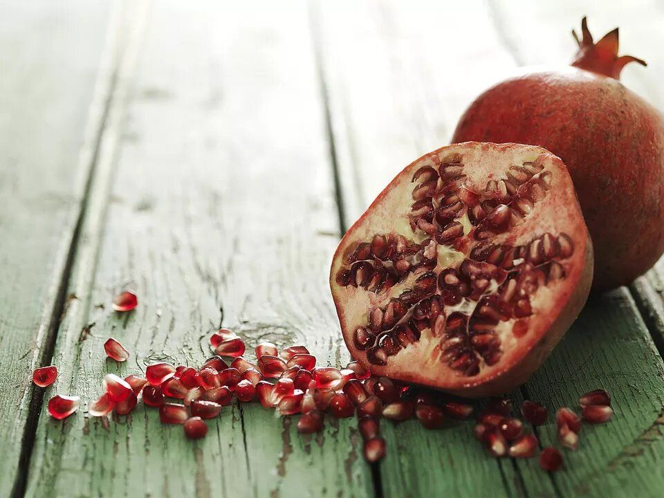 Ilustrasi buah delima