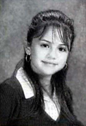 Foto jadul Selena Gomez kelas 8
