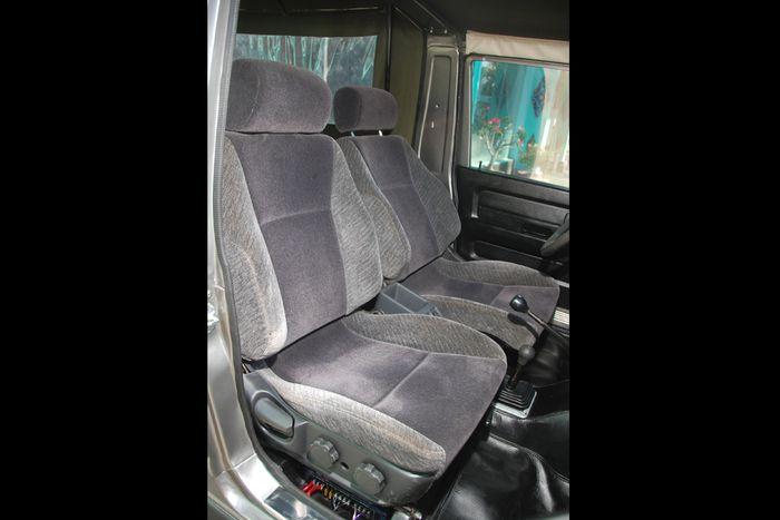 Jok depan milik Mitsubishi Galant