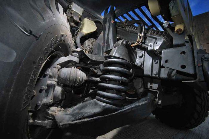 Rem diletakkan pada pangkal as roda bagian atas