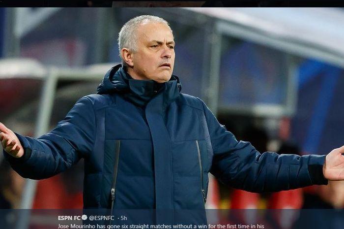 Reaksi pelatih Tottenham Hotspur, Jose Mourinho.
