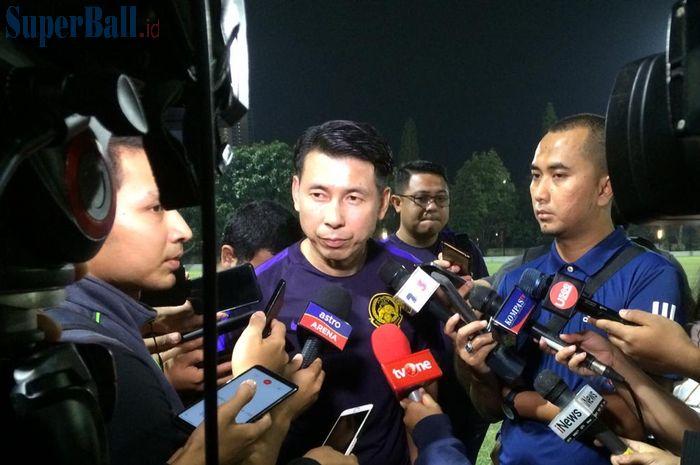 Pelatih timnas Malaysia, Tan Cheng Hoe saat menjawab pertanyaan wartawan dalam sesi latihan jelang laga kontra timnas Indonesia di Lapangan C, Komplek Gelora Bung Karno, Senayan, Jakarta, 3 September 2019.