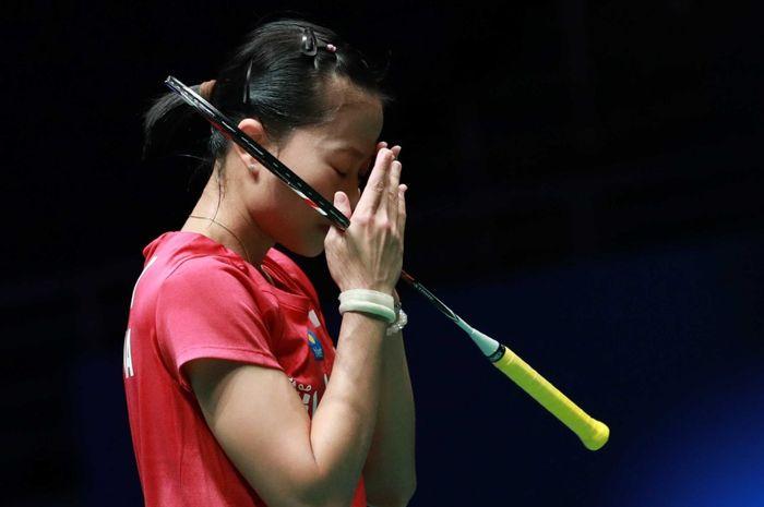 Ekspresi tunggal putri Indonesia, Fitriani usai kalah pada babak pertama Malaysia Open 2019, Rabu (3/4/2019)